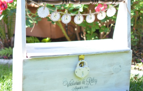 DIY wedding card caddy